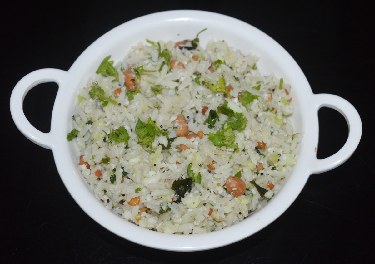 Your favorite cucumber poha is ready to serve! Enjoy eating it for a delightful breakfast or pack it in the lunch box for later use. Cucumber poha retains its crunchiness and taste even when it becomes cold.