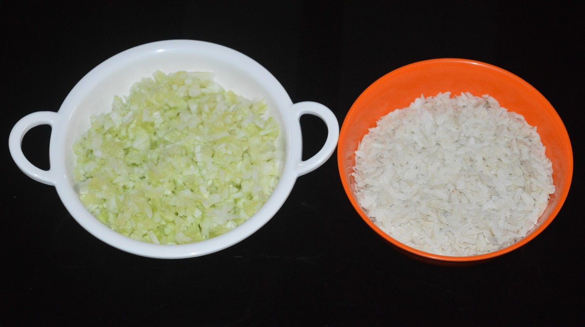 Step one: Take an equal quantity of thick flattened rice (poha) and finely chopped peeled cucumber in different bowls.
