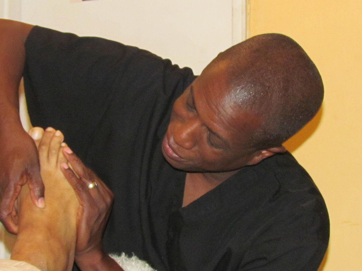 Different hand movements are used by Robert throughout the feet.