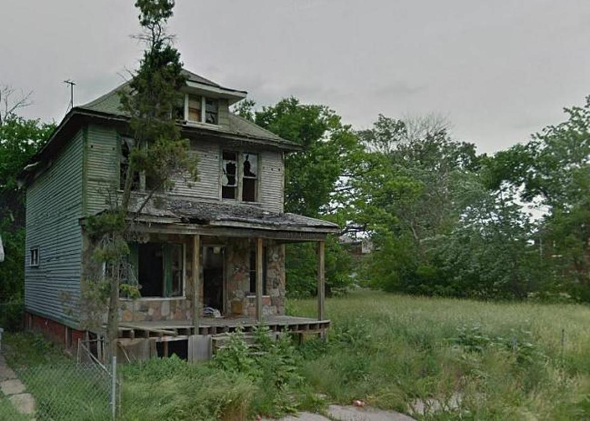 Creepy abandoned ghost neighborhoods