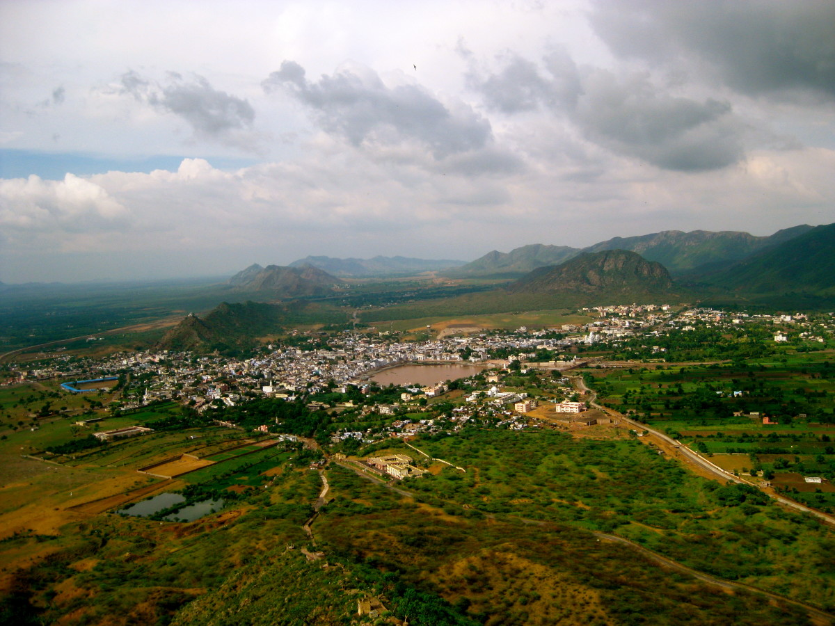 We got a breathtaking view of Pushkar and the surrounding areas from the Savitri temple atop the Ratnagiri hill