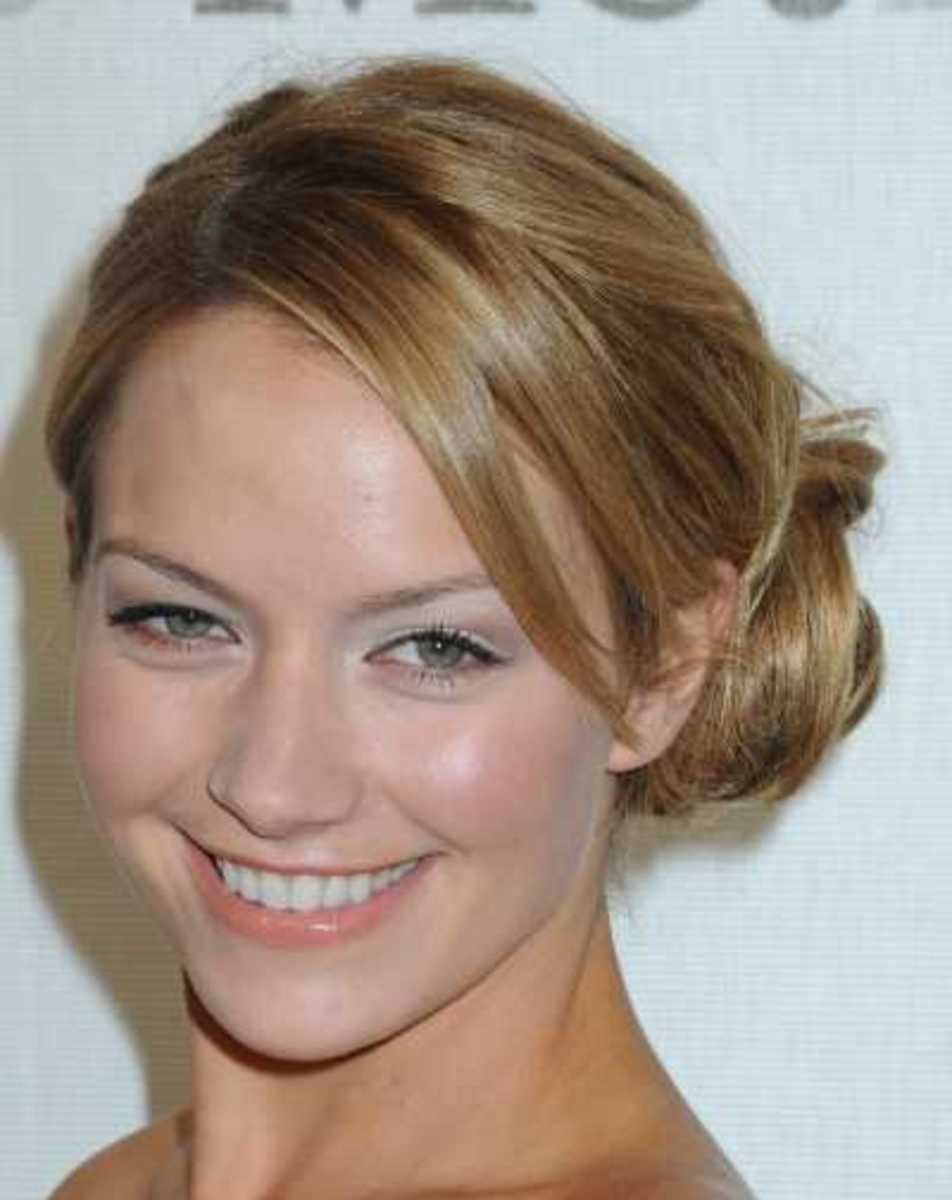 Fashionable look style Becky-Newton side chignon hairstyle