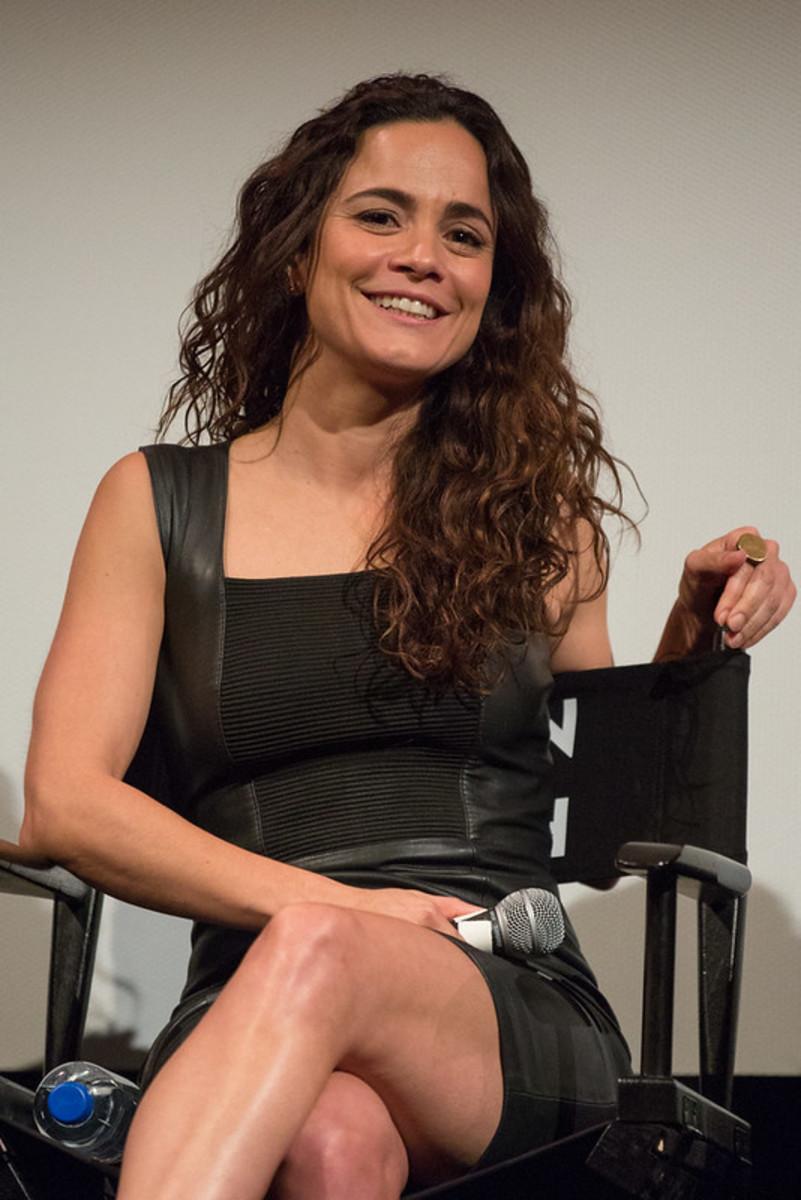 """Alice Braga """"Teresa"""" in the television series"""