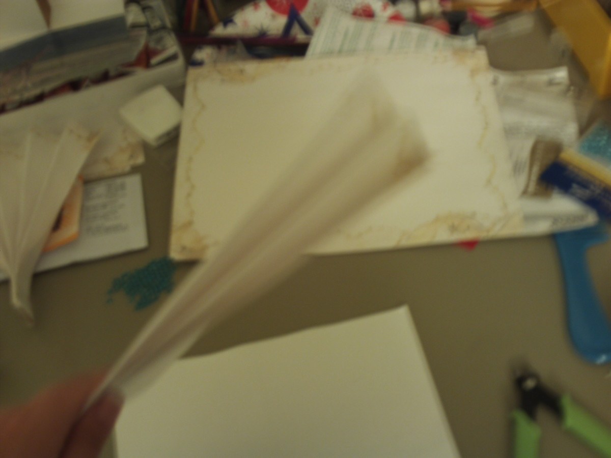 This is how the fan looks partially folded. (Photo Taken By Sweetiepie On Hubpages)