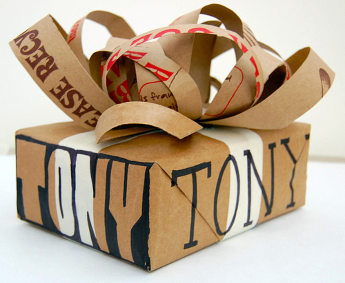 Presents should be gift wrapped nicely as first impression is very important. This uses recycle paper, but done brilliantly. Another great idea to gift when on a budget.