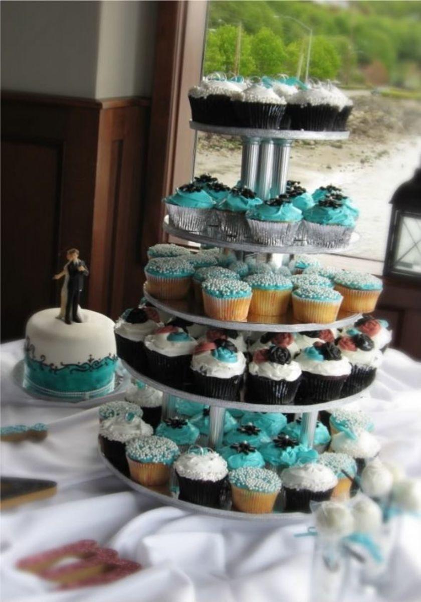 http://media.photobucket.com/image/wedding%20cupcakes/PatsysAngelCakes/Wedding%20Cupcakes/WeddingCakeCupcakes2.jpg?o=30