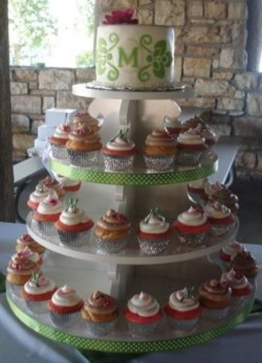 Fun and colorful wedding cupcakes.