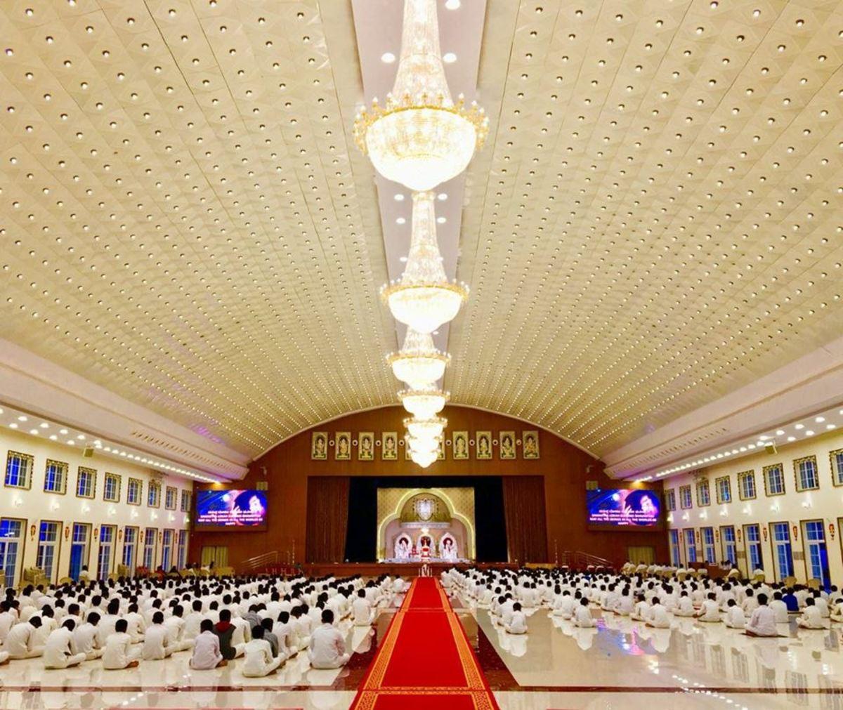 The majestic Sri Sathya Sai Premamrutham, Muddenahalli