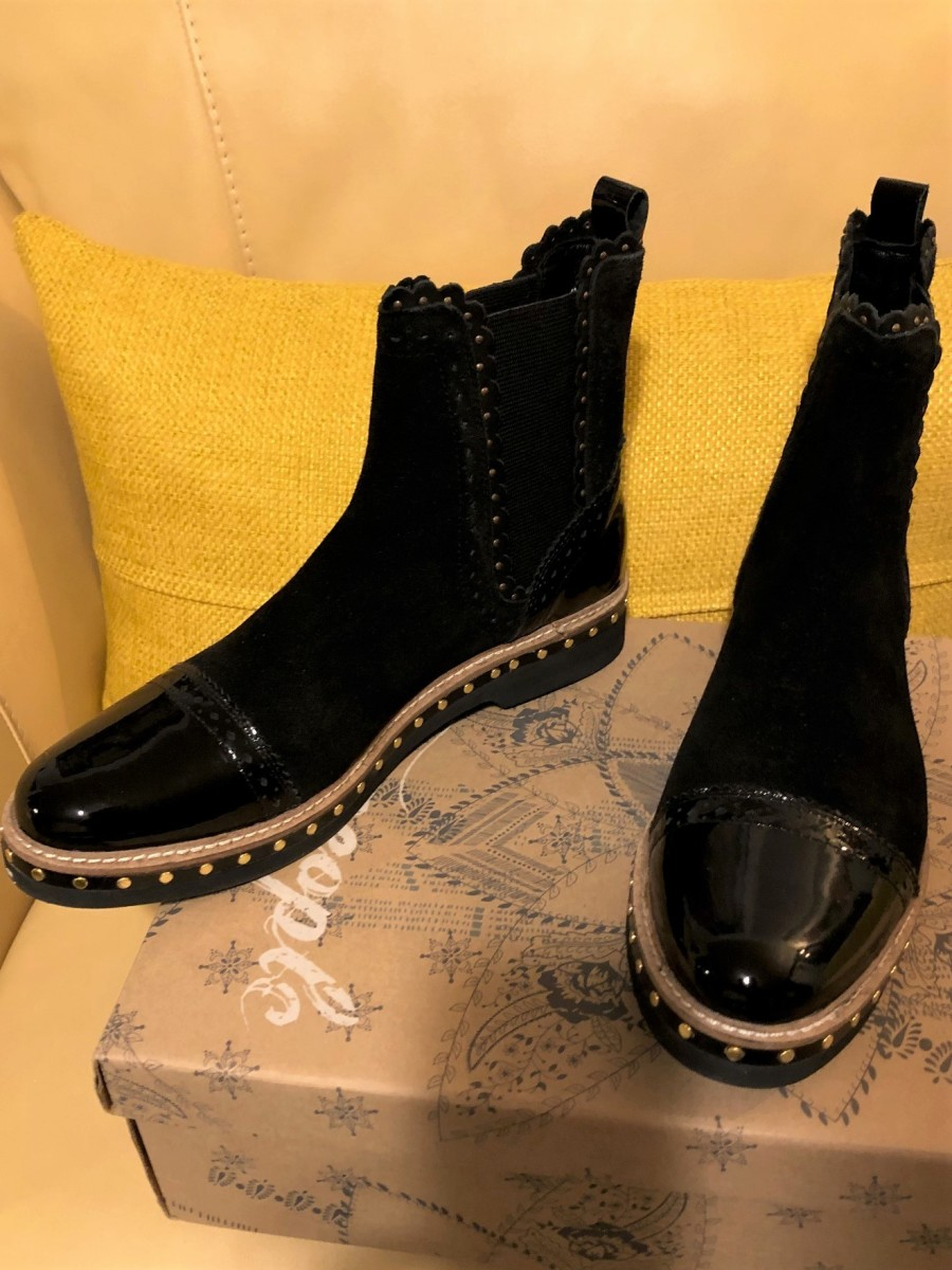Shiny rain boots to brighten a cloudy day!