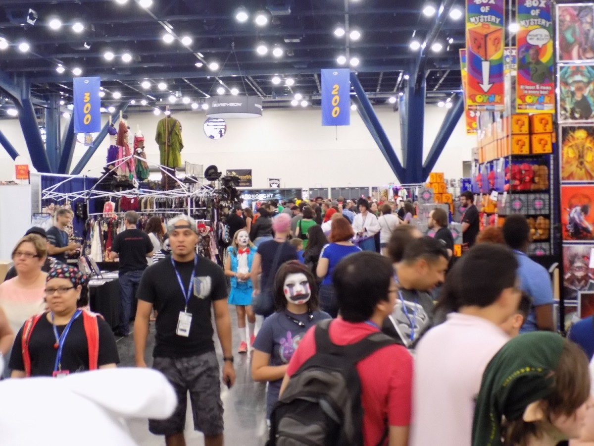 A picture of the dealer's room at Comicpalooza in 2016.