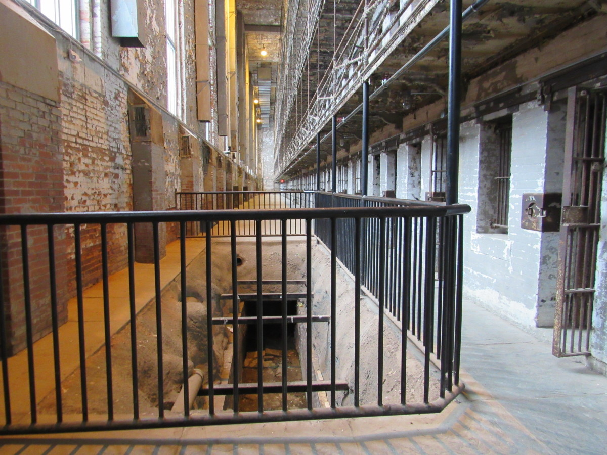 Opposite end of the west cell block