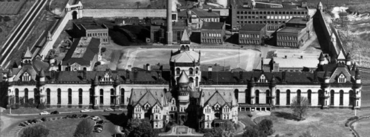 Aerial view of the Ohio State Reformatory, photograph taken in 1950