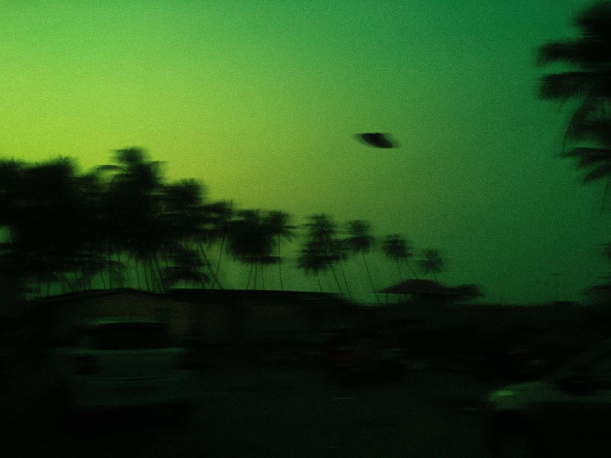 UFO sightings are well-documented. Look out—they can happen in a flash.