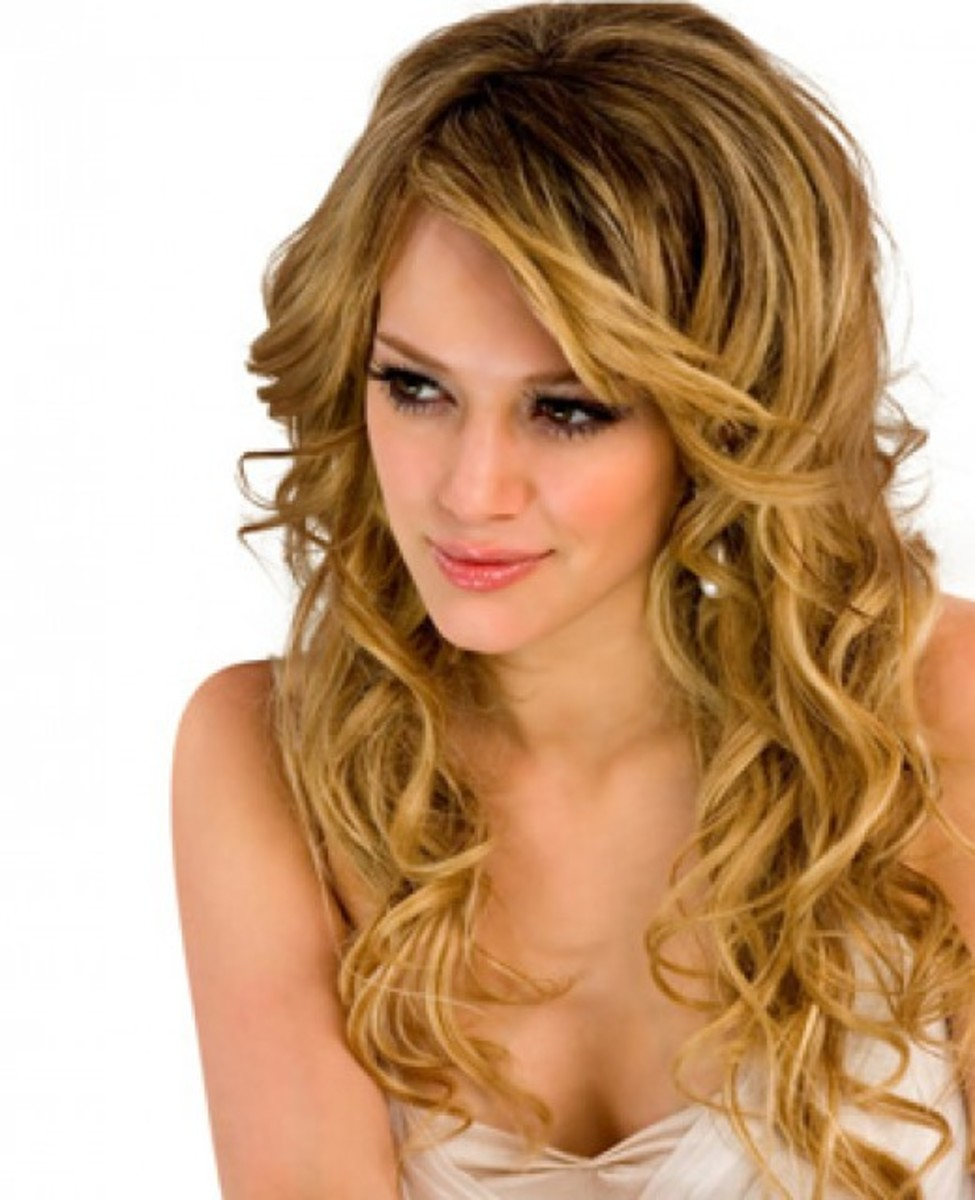loose curls shoulder length hair