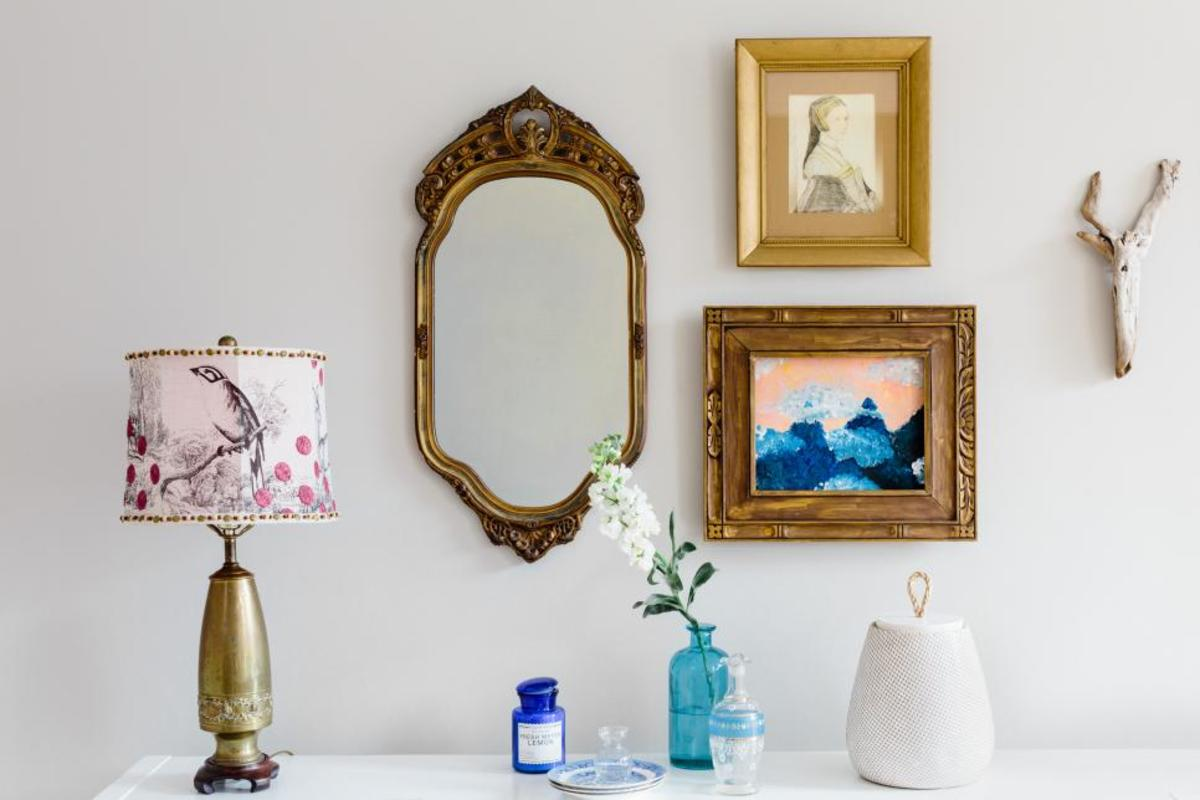 These prints, vases, mirror and the lamp.