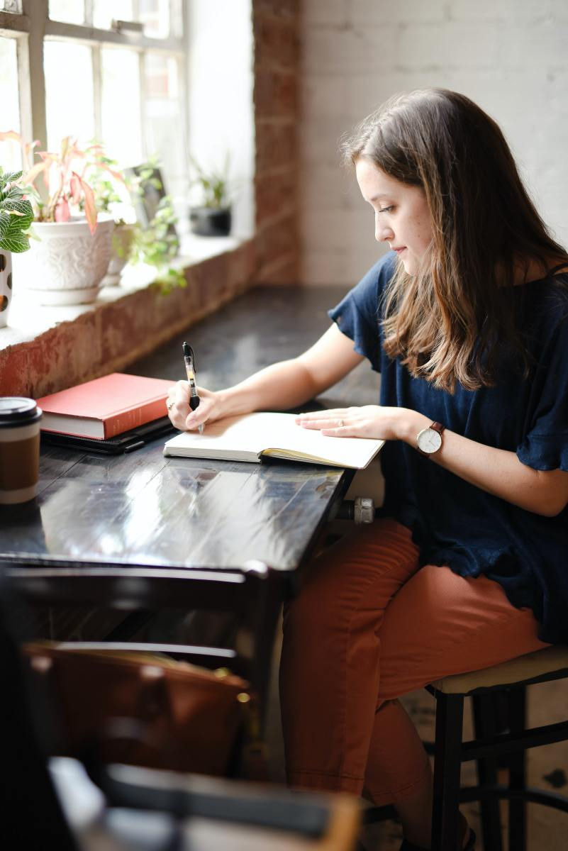 What is a Manifestation Journal and How It Trains Your Mindset