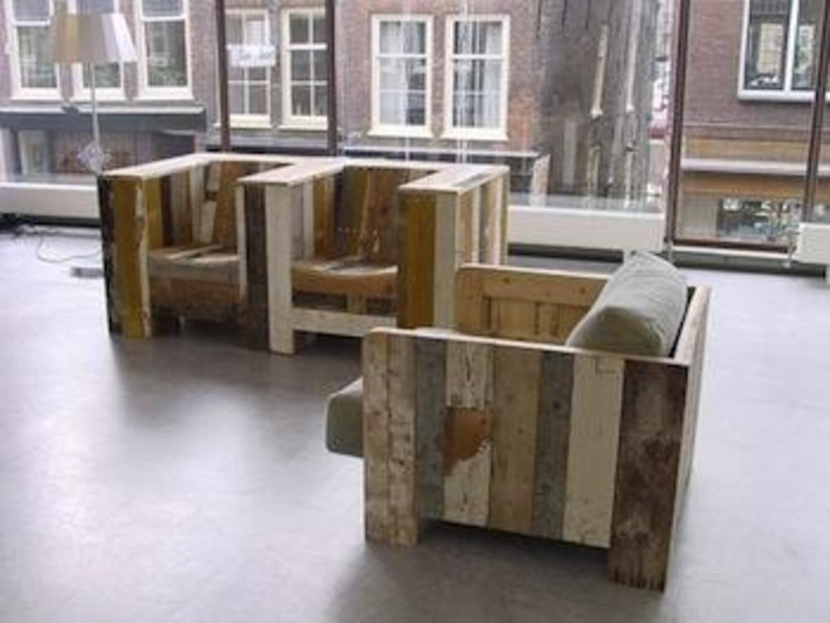 This is reclaimed wood furniture, an excellent idea for any upcycled furniture projects. Doesn't it look great?