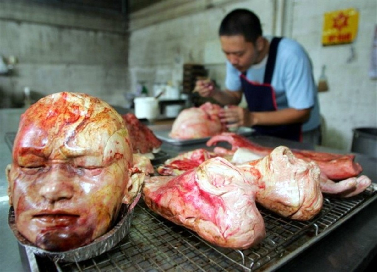 thai-artist-bakes-bread-shaped-as-severed-body-parts