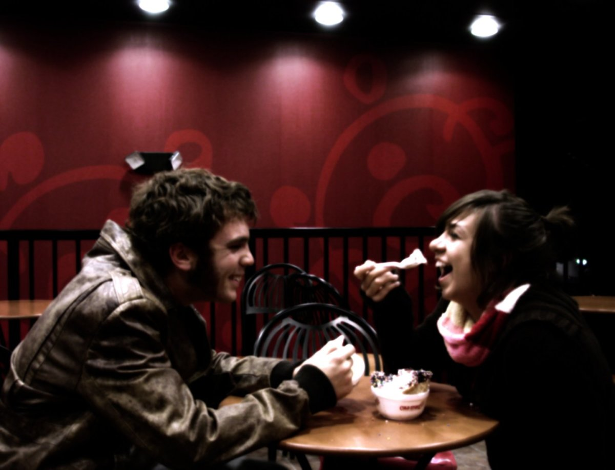 What to talk about on a first date: Conversation starters and first date talk