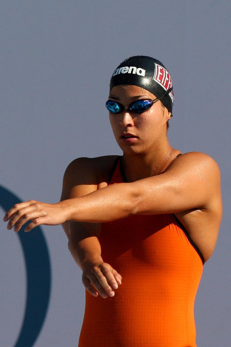 Ranomi Kromowidjojo prepares for the 100 meter freestyle event.