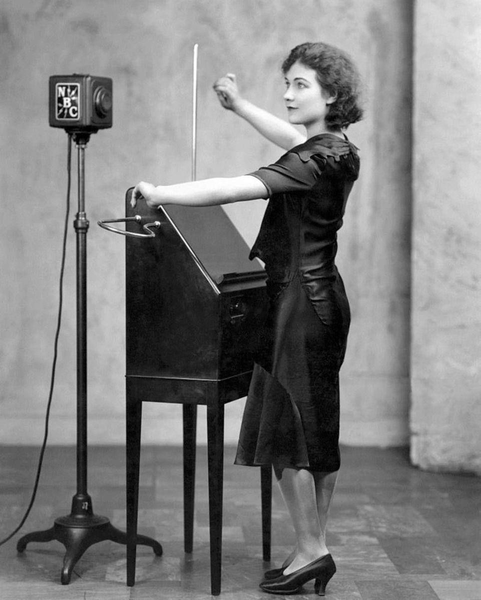 Alexandra Stepanoff demonstrates the theremin on NBC Radio in 1930.