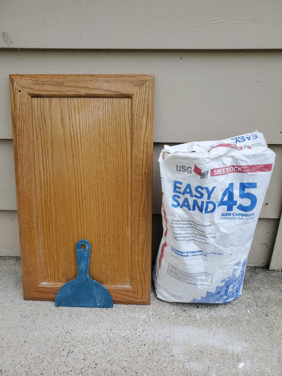 Tips on Using Drywall Joint Compound as a Grain Filler for Oak Cabinets