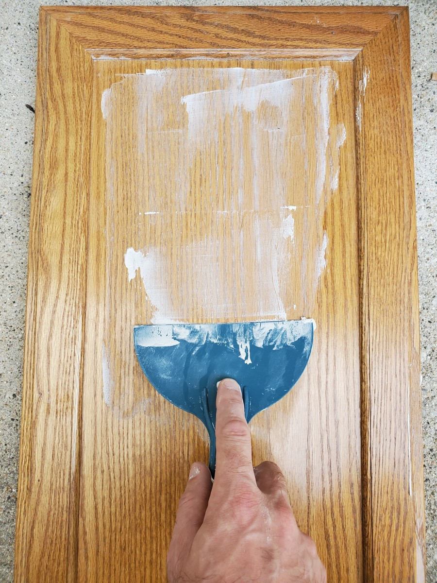 tips-on-using-drywall-joint-compound-as-a-grain-filler-for-oak-cabinets