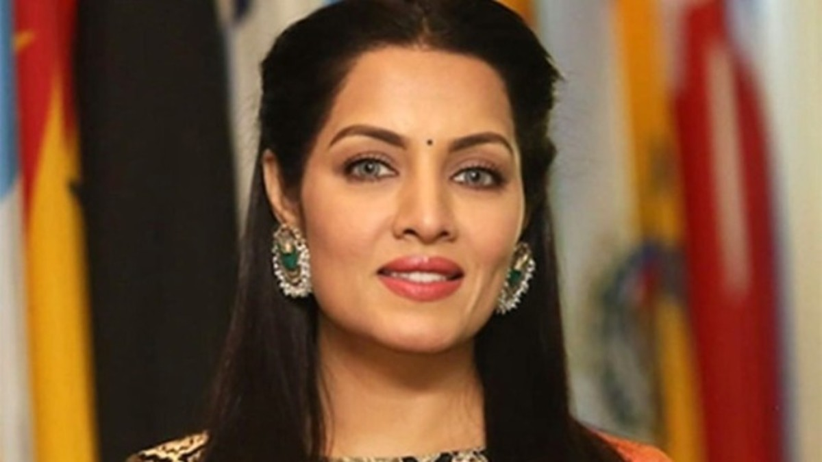 top-5-beautiful-but-flop-actresses-of-bollywood