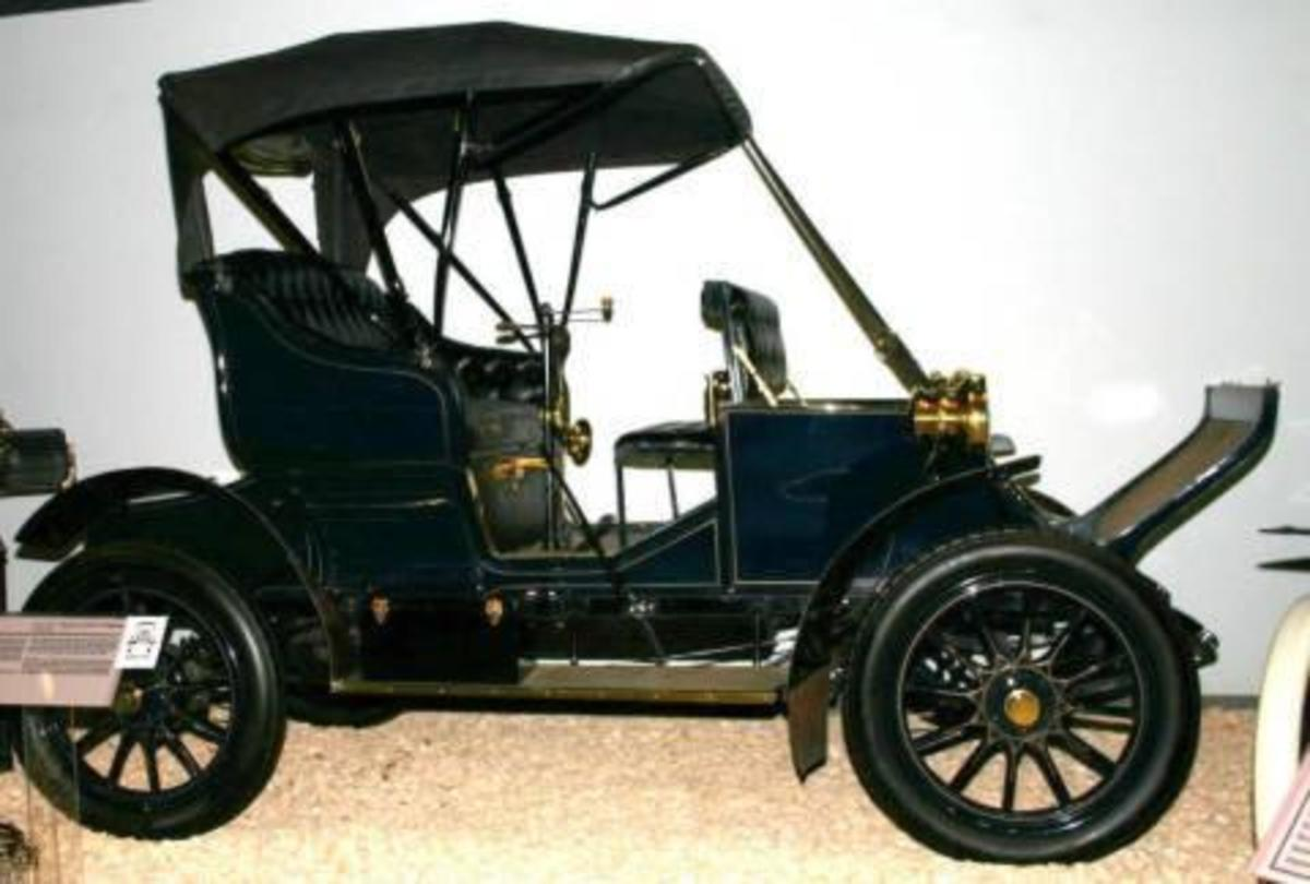 1906 Adams Farwell. National Automobile Museum.
