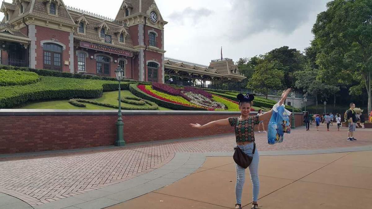 The entrance of Hong Kong Disneyland