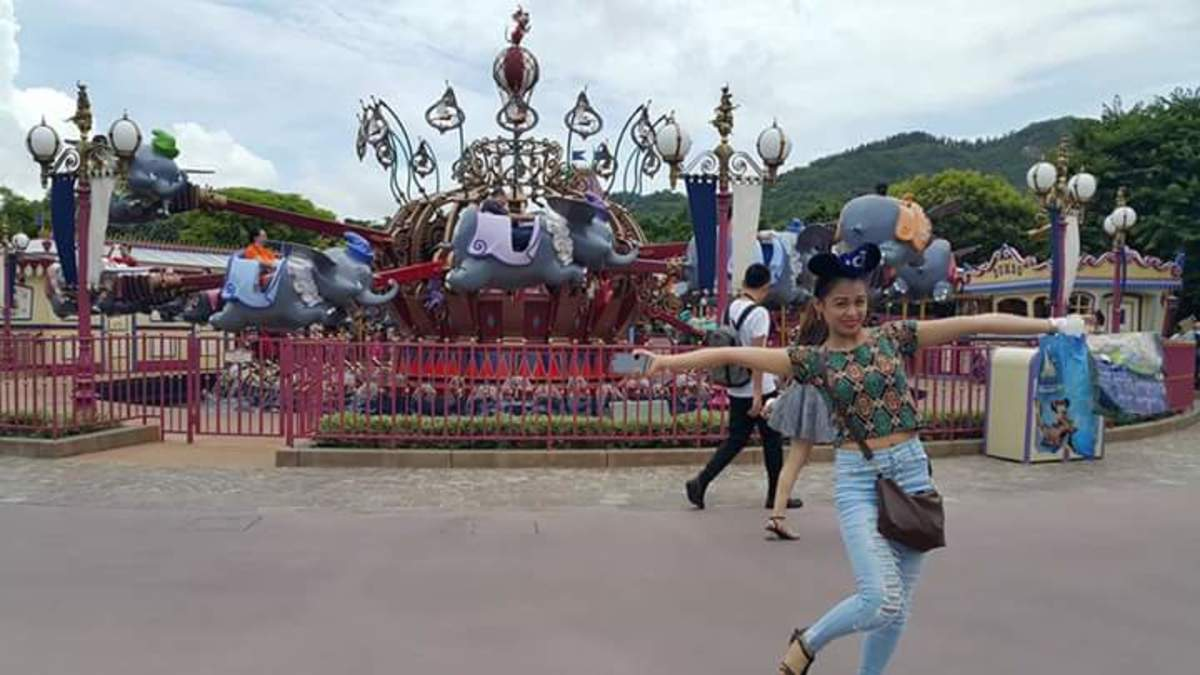 It's not complete without trying the rides of Hong Kong Disneyland.