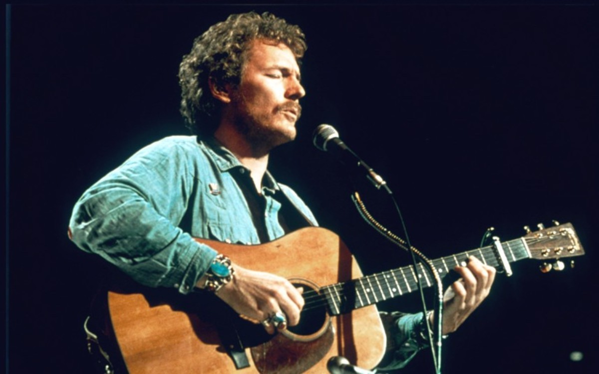 """Canadian singer Gordon Lightfoot, whose poignant """"Wreck of the """"Edmund Fitzgerald"""" honored the tragedy and became one of the best ballads of the 1970's"""
