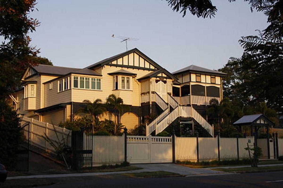 Typical Queenslander, East Brisbane.By Commander Keane (Own work) [Public domain], via Wikimedia Commons