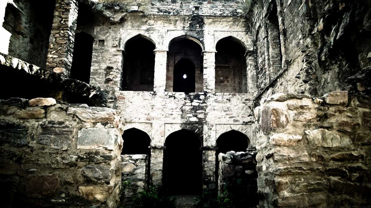 The history of the fort is so much seeped in folktales, blood, black magic, and sorcery that it is no wonder that it has been officially declared the most haunted place in India.