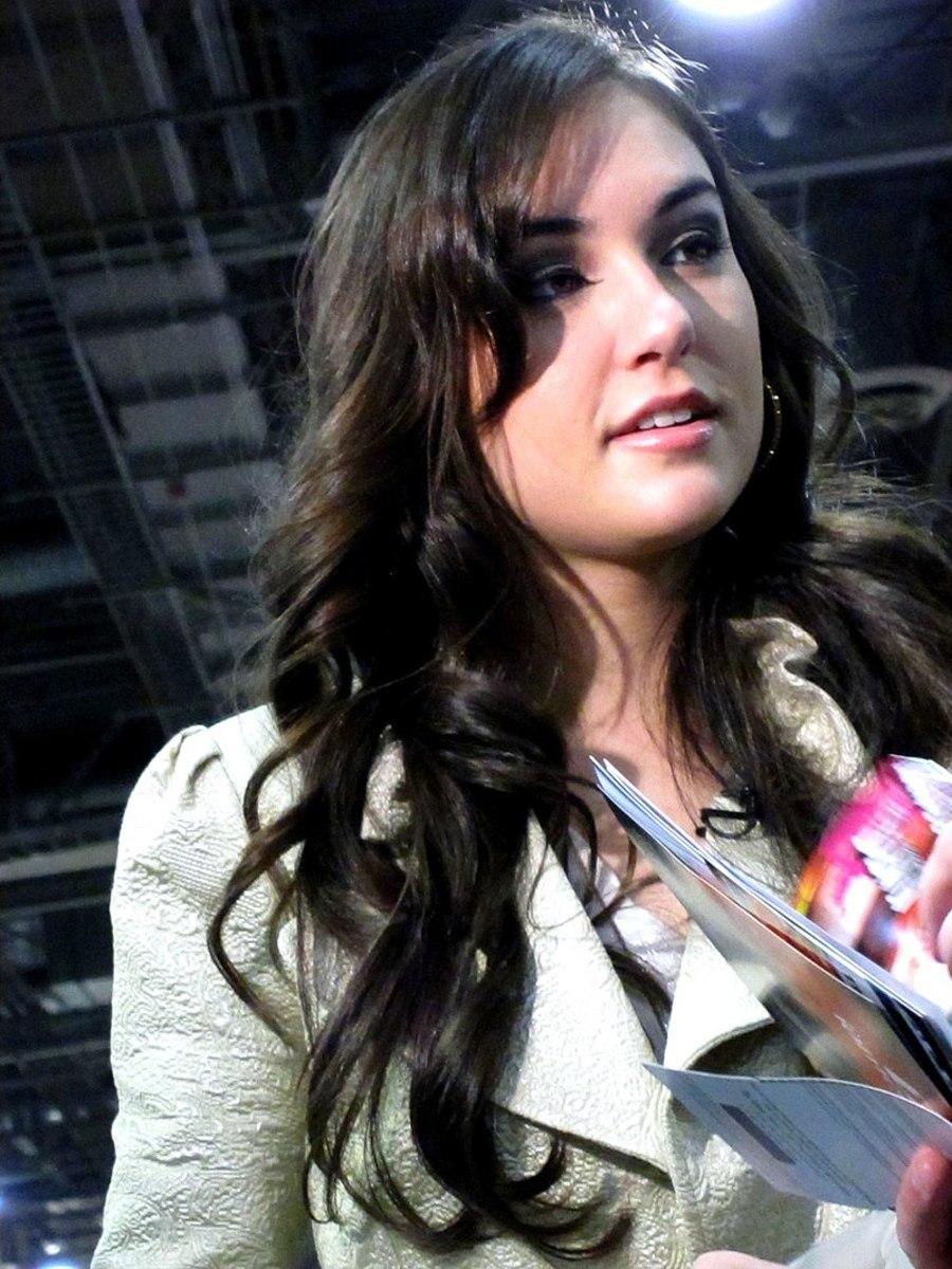 Porn & Mainstream Movie Star Sasha Grey Shooting a G4 Special about AEE 2010
