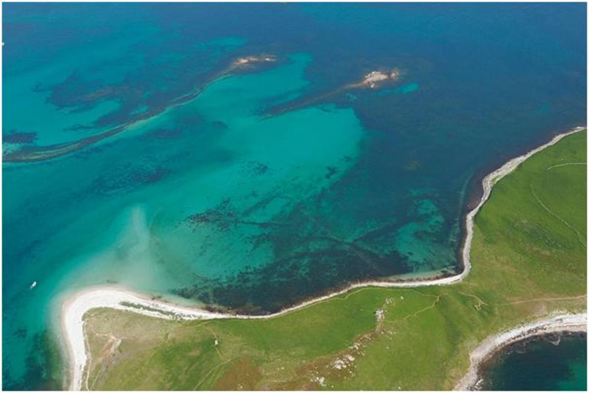 Ariel photograph of the underwater archaeological features of the Samson Flats. Image courtesy of CISMAS