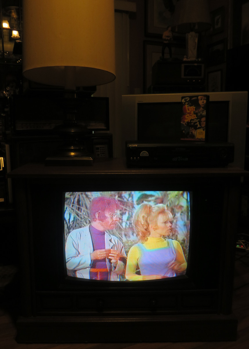 Willoughby and Judy Robinson have a Discussion on the Crosley Color TV Model CC2546-P102. This episode was: The Great Vegetable Rebellion. This Crosley Television has Chassis Model number 25E510-00AA.