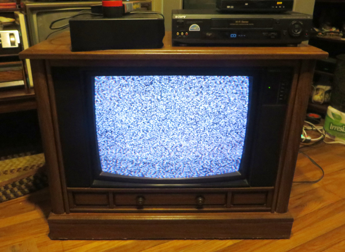 A very strong and powerful CRT is installed in this Crosley Color Television Model CC2546-P102, and really good speakers. This Crosley Television has Chassis Model number 25E510-00AA, and was made by Philips Consumer Electronics, in Tennessee.