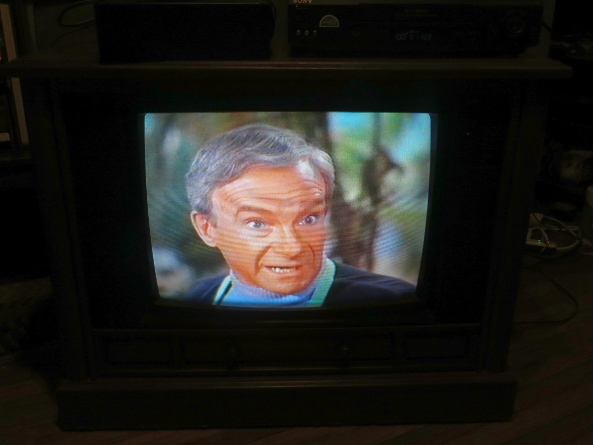 Jonathan Harris as Doctor Zachary Smith, on the Crosley TV Model Number CC2546-P102. Lost in Space (TV Series) Episode: The Great Vegetable Rebellion (1968) The Crosley Color Television Model CC2546-P102 was assembled in Greenville Tennessee.