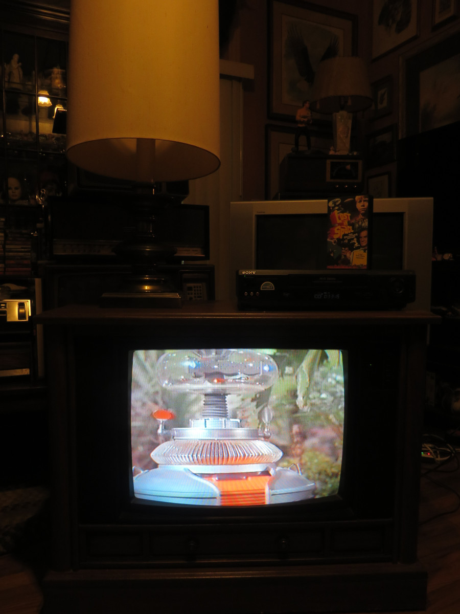 The Robot on Lost in Space looking Awesome on the Crosley Television Model CC2546-P102. This episode was: The Great Vegetable Rebellion. The Crosley Color Television Model CC2546-P102 was assembled in Greenville Tennessee.