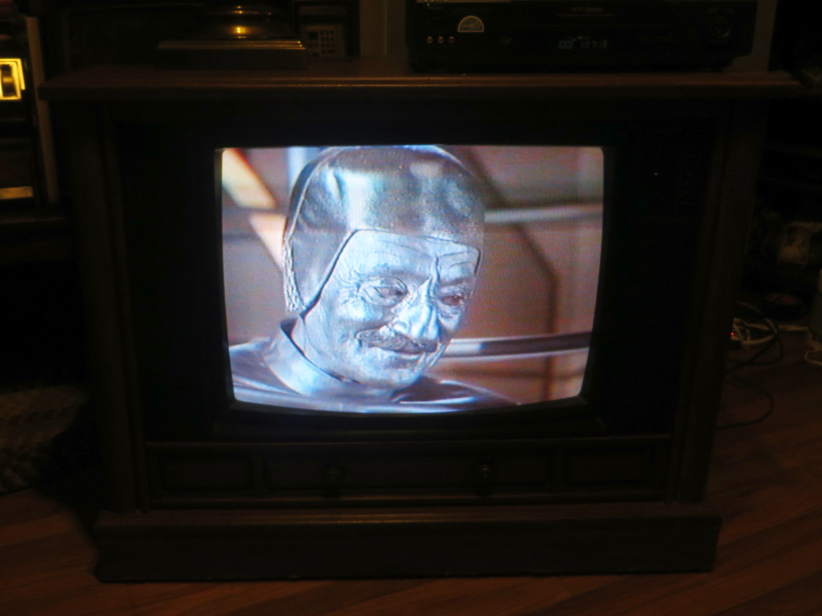 The Junkman on the Crosley Color Television Model Number CC2546-P102, Chassis Model number 25E510-00AA. Made by Philips Consumer Electronics Company. Marcel Hillaire as the Junkman. Lost in Space (TV Series) Junkyard in Space (1968)