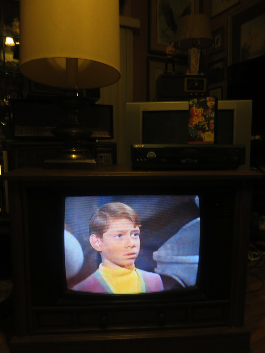 Billy Mumy as Will Robinson on the Crosley Color Television Model CC2546-P102.  Lost in Space (TV Series) Junkyard in Space (1968) Columbia House Collectors VHS tape.  Chassis Model 25E510-00AA. Made by Philips Consumer Electronics Company.