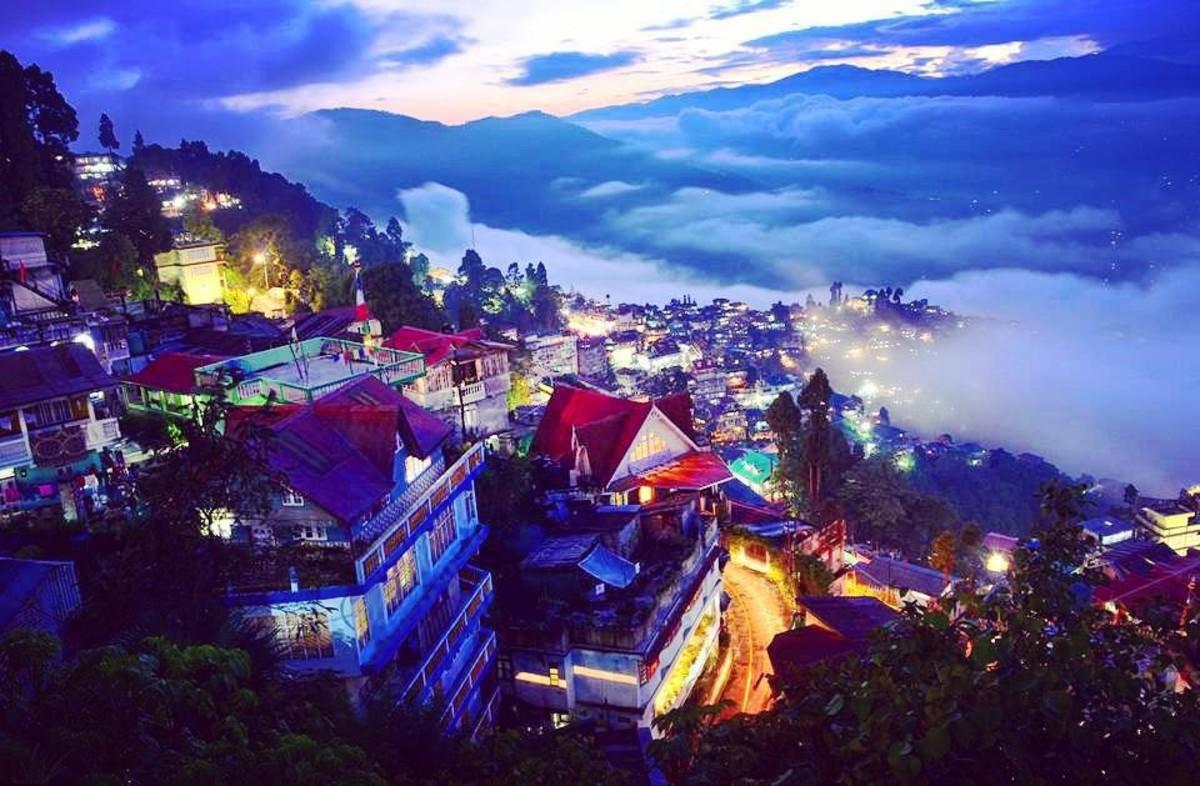 (Night view of Darjeeling)