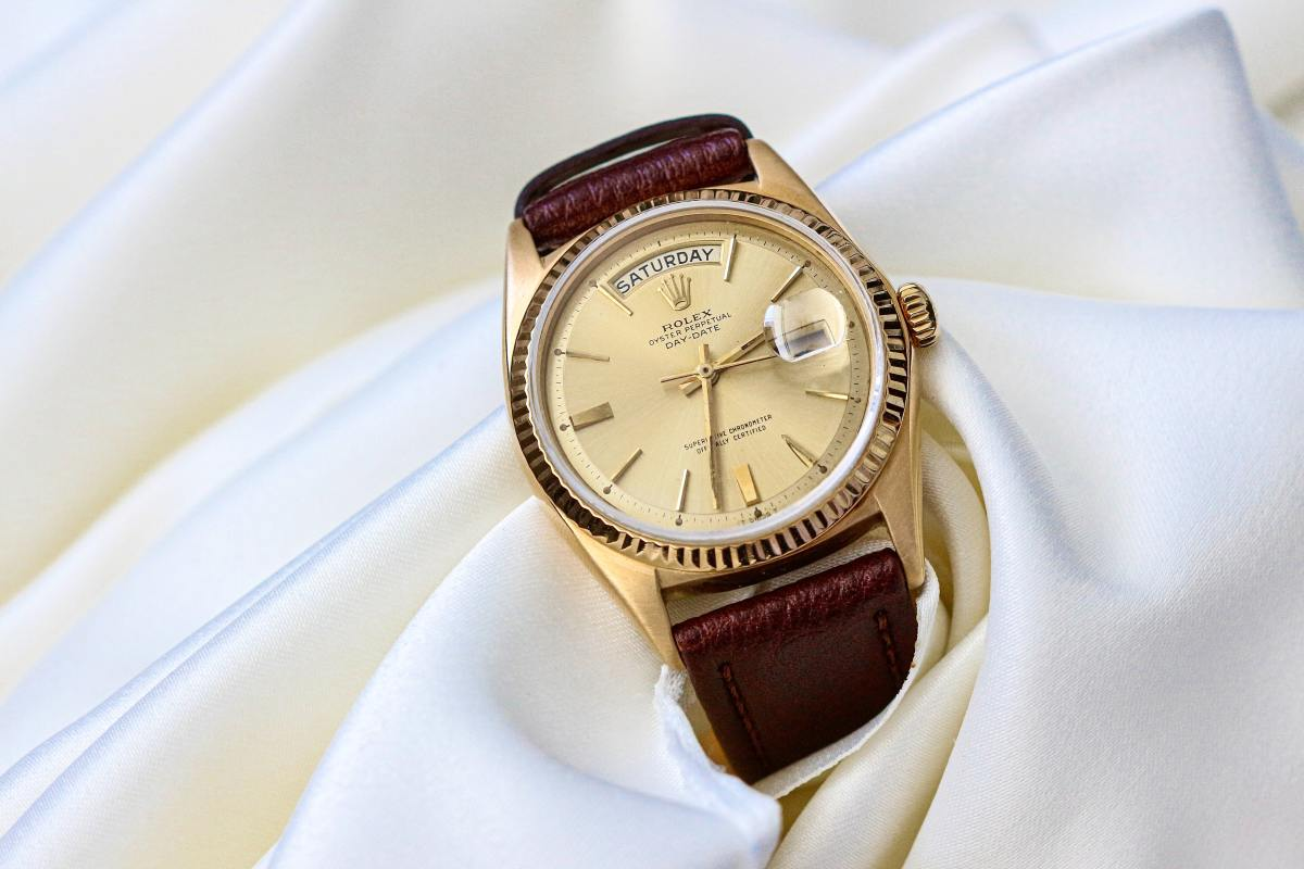 A wristwatch is a gift that will always surprise your sibling.