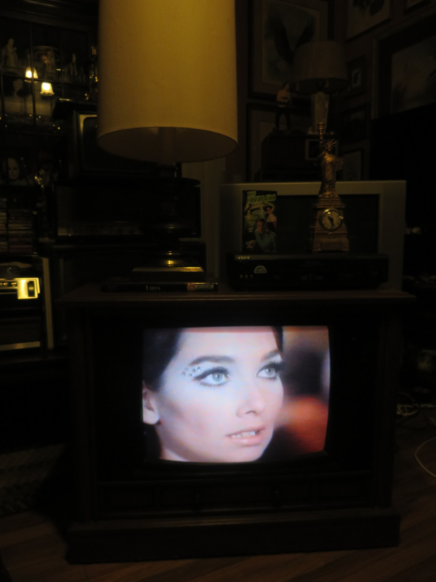 Starring special guest Suzanne Pleshette playing on the Crosley Color Television 25E510-00AA, The Invaders, The Mutation, Episode Three, VHS tape. .Manufactured August 1994, Date Code 3314W291B. Crosley TV Chassis Model number 25E510-00AA.