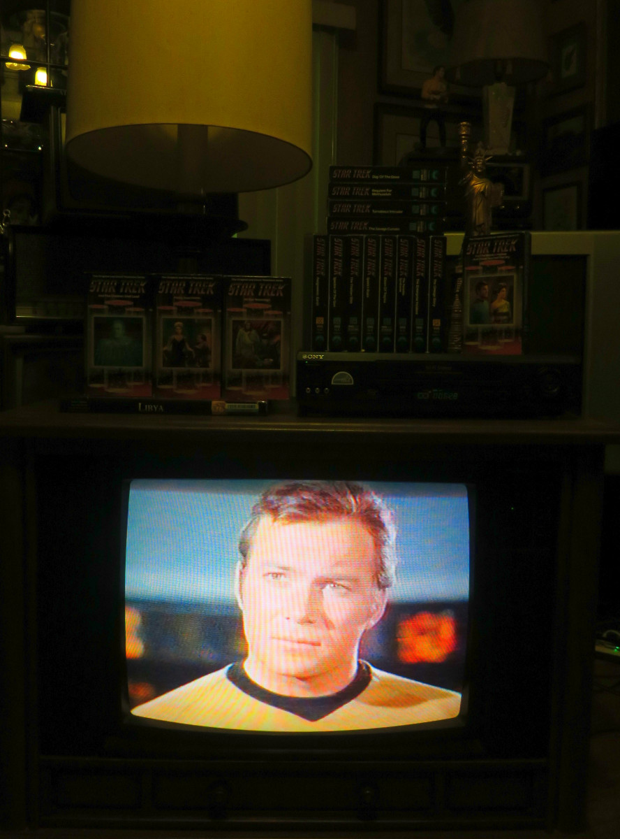 Captain Kirk, playing on the Crosley Color Television 25E510-00AA, The Invaders, The Mutation, Episode Three, VHS tape. .Manufactured August 1994, Date Code 3314W291B. Crosley TV Chassis Model number 25E510-00AA.