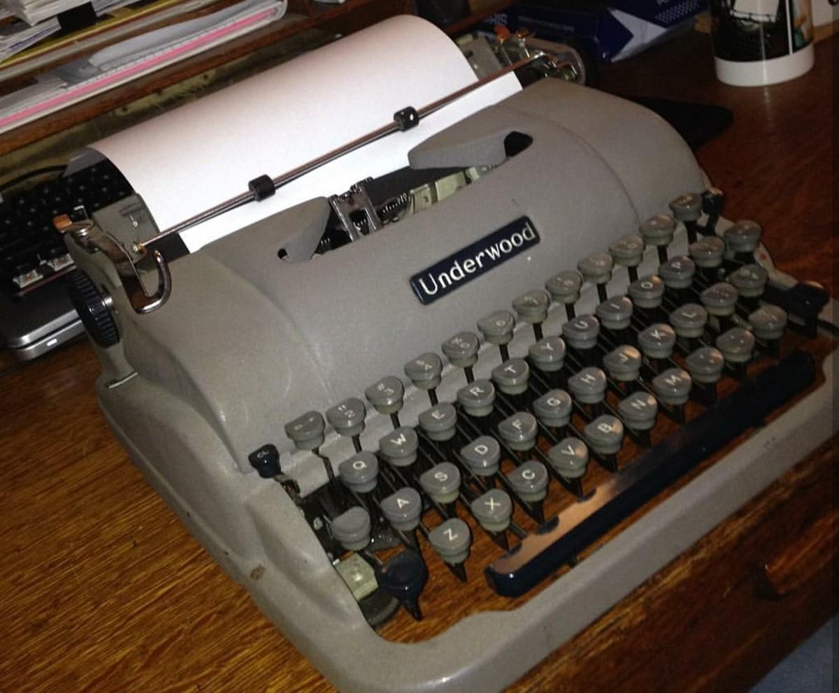 1953 Underwood Finger-Flite Champion manual typewriter