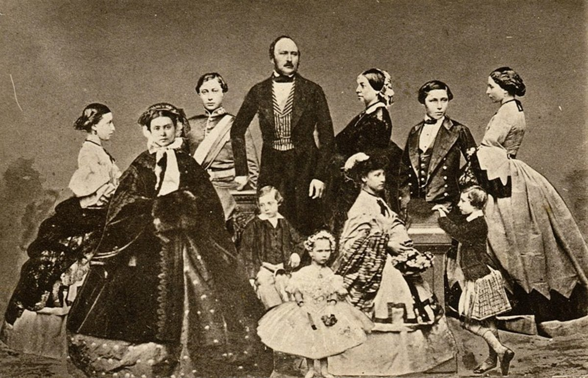 Prince Albert, Queen Victoria and the entire brood. A not so happy family.