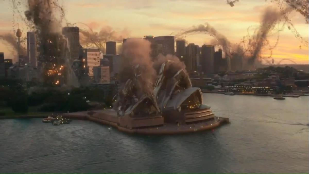 Like any disaster movie, the film gives us destruction on an epic scale thanks to some nifty visual effects. So long, Sydney!