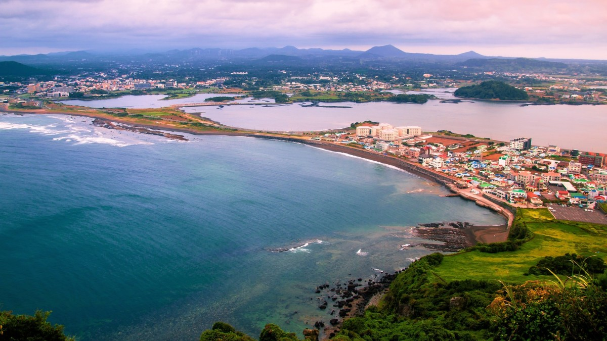 Jeju island is a very beautiful island with pristine beaches and breathtaking scenery all around.